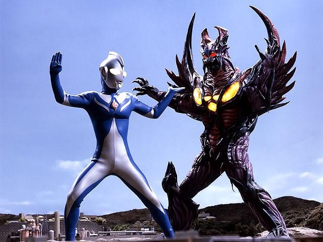 2001 Ultraman Cosmos 12